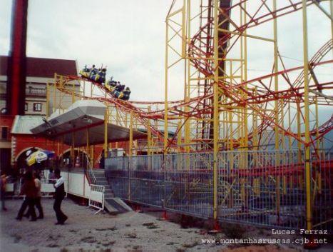 Terra Encantada Donna muore cadendo da un coaster