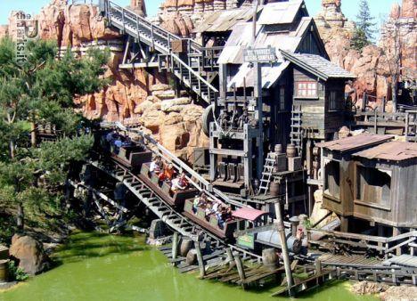 Disneyland Park Paris Cade un pezzo di montagna su BTM, cinque feriti