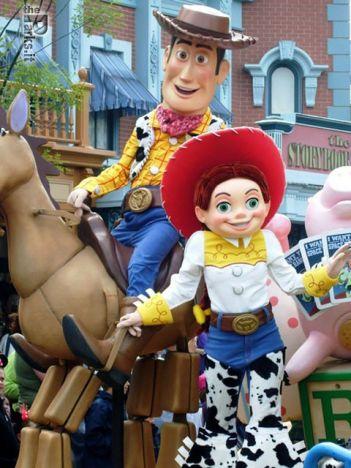 Disneyland Paris (Resort) 4000 posti di lavoro a Disneyland Parigi per il 2012