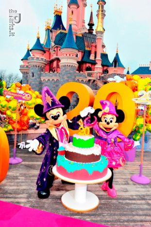 Disneyland Paris (Resort) 1.3 miliardi a EuroDisney s.c.a per salvare il resort dai debiti