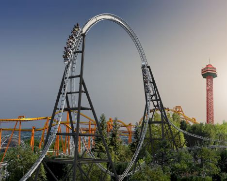 Six Flags Magic Mountain Full Throttle il looping coaster record di velocità e altezza