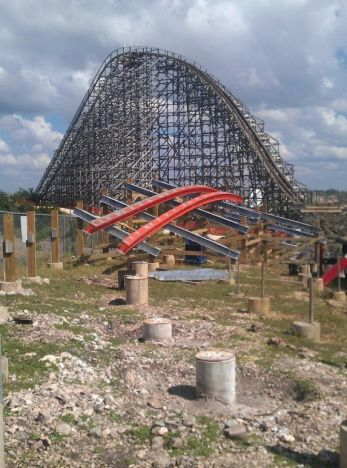 Six Flags Fiesta Texas Iron Rattler: il nuovo layout inizia a prendere forma
