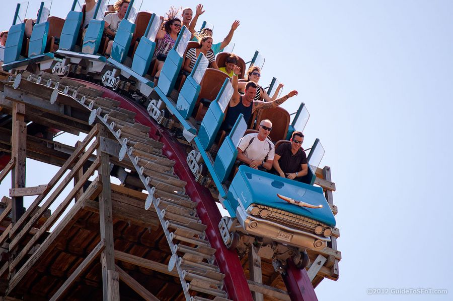 Six Flags Over Texas Donna muore cadendo dal Texas Giant