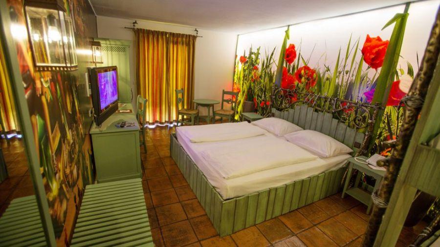 Camere A Tema Disney : Hotel nei parchi 10 incredibili camere a tema