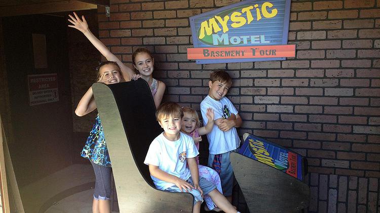 Mystic Motel - Si costruiscono un'attrazione Dark Ride in casa LE FOTO