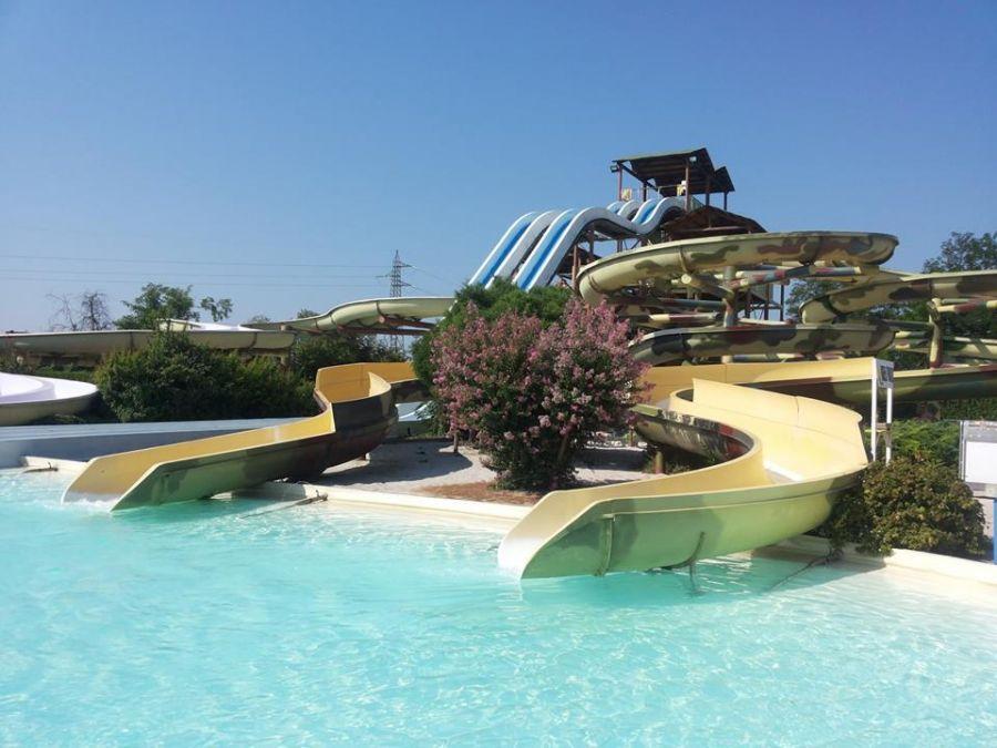 Aquaneva Water & Adventure Park Ingresso + cena con spettacolo da 9,90 €