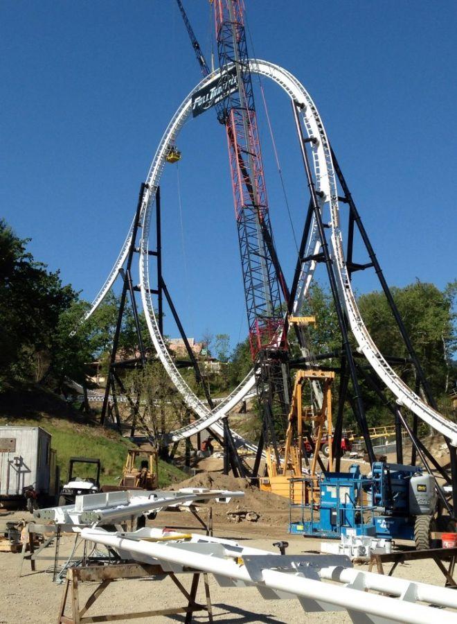 Six Flags Magic Mountain L'incredibile Loop Top Hat di Full Throttle
