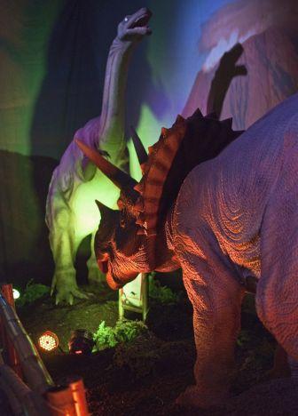 Miragica - La Terra dei Giganti Days of  the Dinosaur vi riporta indietro nel tempo