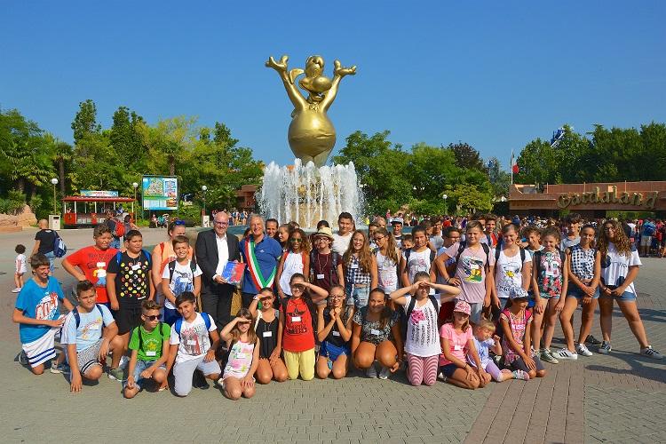 """Gardaland Una giornata a Gardaland per i 55 ragazzi vincitori dell'iniziativa """"7 giorni senza Smartphone"""""""