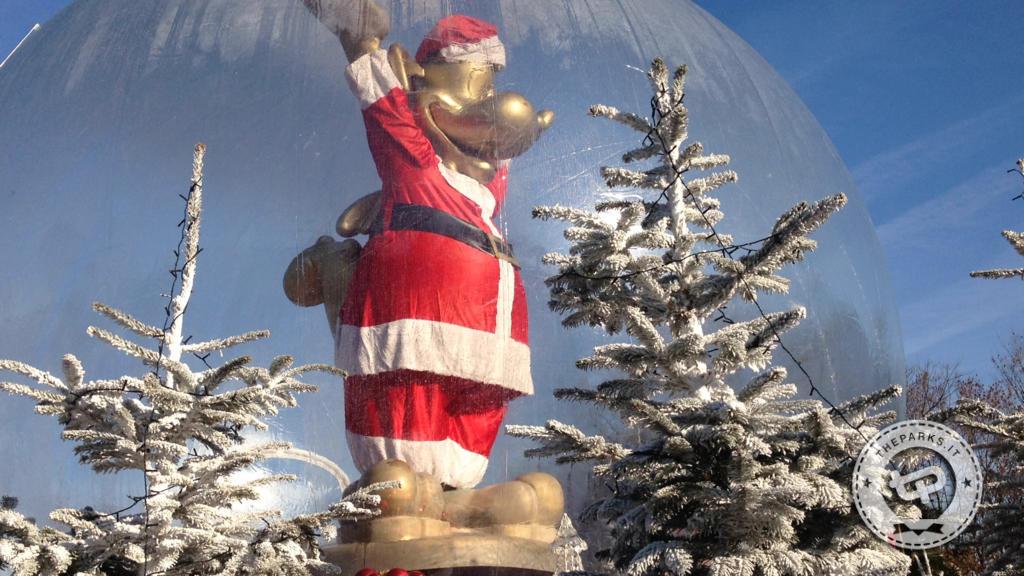 Gardaland A Natale parata al contrario e accensione Albero di Prezzemolo
